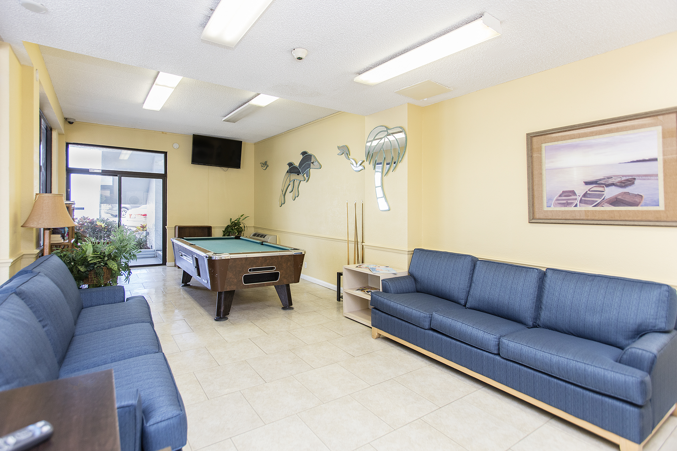 Located In Sunny Daytona Beach Ss Seven Seas Resort Features A Pool Room Fishing And More Just Few Minutes Away From